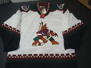 Phoenix Coyotes 2000 Pro Player white home jersey size 54 Arizona