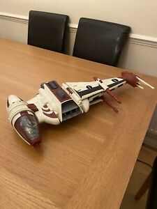 STAR WARS B WING FIGHTER (LEGACY COLLECTION 2008 DAGGER SQUADRON) AND PILOT