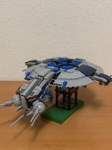 Lego Star Wars set 75042 Droid Gunship Complete with minifigures and manual