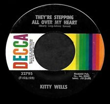 """KITTY WELLS """"THEY'RE STEPPING ALL OVER MY HEART"""" DECCA 32795 (1971) 45rpm SNGL"""