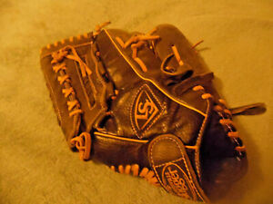 "Louisville Slugger DY14-BK RHT Dynasty Series Baseball Mitt 13"""