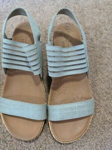 Sketcher Luxe Foam Taupe Wedge Sandals Size 4 Worn Once