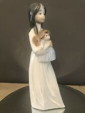 """NAO by LLADRO """" Girl Holding Rag Doll """"A NEW DOLL NO.1117 💕"""
