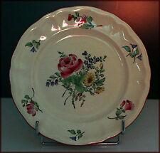 Assiette à décor floral en 1/2 porcelaine de Lunéville.