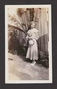 FLAPPER ERA WOMAN PRETTY DRESS HEELS HAT PALM TREE OLD/VINTAGE PHOTO SNAPSHOT- X