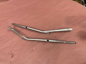 Wiper Arm Set Wipers Pair Mercedes 280SE W108 W109 (1965-1973)