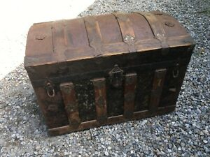 """Antique Dome Top Metal & Wood Steamer Trunk With Tray 29"""" x 17"""" x 20"""""""