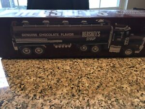 Hershey's Toy Tanker Truck/ Coin Bank 9/15 (1)/ New in Box/ 1998