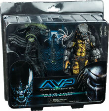 "ALIEN vs PREDATOR - 8"" Celtic Predator vs Grid Alien Action Figure 2-Pack (NECA)"