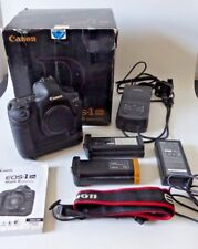 Canon EOS 1 DS mark II 16.7MP Digital SLR Camera Body + 2 chauves-souris & coupleur CC coffret