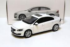 1:18 motor City Classics volvo s60 sedan White 2015 New en Premium-modelcars