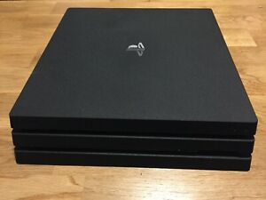 Sony PlayStation 4 Pro 1 To Console - Noire et 5 jeux