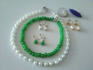 Vintage Dolls Jewellery: green glass necklace & earrings, pearls, 2 brooches