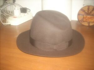 cappello Borsalino uomo tg.58 pari al nuovo colore marrone  scuro leggi....
