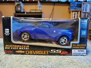 Boley Corp Die Cast 2000 Chevrolet SSR 1:32 Scale blue GM pull pack motorized