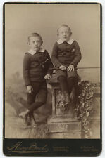CABINET CARD YOUNG BROTHERS IN CUTE SUITS, ONE HOLDS RIDING CROP. N.Y.