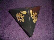 Chino vintage mano pintada la caja de madera triangular