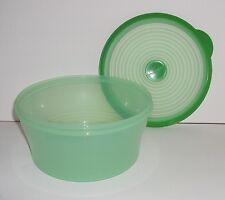 New TUPPERWARE Stuffables Medium Bowl 8 Cup Flexible Seal Prairie Green