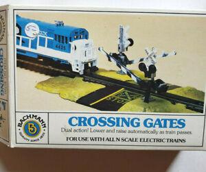 BACHMANN N SCALE CROSSING GATES UNUSED #46720
