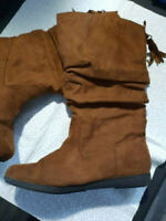 Arizona Brown Suede Women's Slouchy Boot, Kasper Size 8, Barely Used,