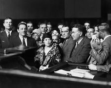 MAE WEST FILM ACTRESS IN COURT IN 1928 - 8X10 PUBLICITY PHOTO (AA-584)