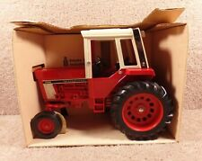 ERTL 1/16 Scale Diecast International 1586 Tractor With Cab Wide Front #463