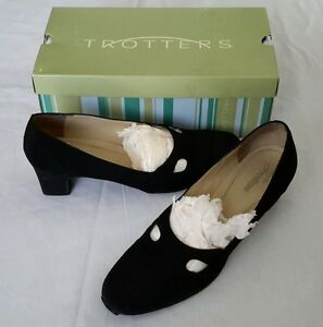 Trotters Babs Cut Out Pumps Micro Black Womens 9.5N Shoes Kitten Heels Low