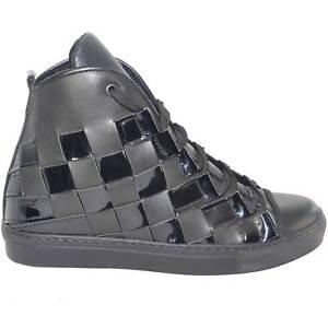 Sneakers alta uomo pelle nero matto e lucido moda glamour intreccio a mano fondo