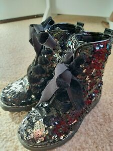 GIRLS SIZE 8 BLACK & SILVER REVERSIBLE ALL OVER SEQUIN BOOTS GOOD CONDITION