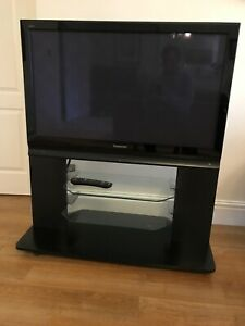 """Panasonic viera TH-42PX70BA 42""""TV with remote and stand"""