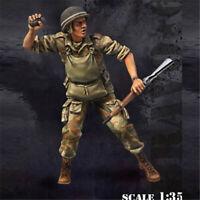 1/35 WW2 Soldier Resin Figure Throwing grenade Unpainted Model Kits GK