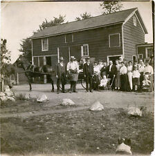 LARGE FAMILY, CHILDREN POSING FOR THE CAMERA OUTSIDE  & VINTAGE SNAPSHOT PHOTO
