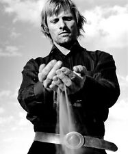 VIGGO MORTENSEN UNSIGNED PHOTO - 9296 - SEXY!!!!!