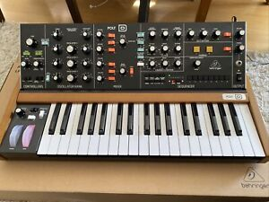 Behringer Synthesizer (POLY D )