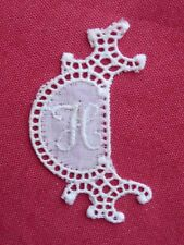 ancien monogramme initiale pour linge lettre H blanc broderie plumetis dentelle