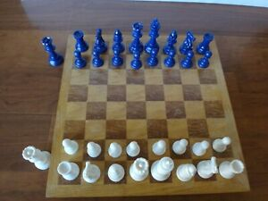 """Staunton Solid Plastic Chess Pieces w/ 2 Extra Queens 3 3/4"""" King"""