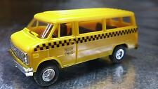 ** Trident 90146 Yellow Cab Company Passenger Vehicle HO 1:87 Scale