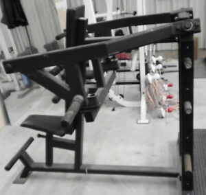 Pioneer Converging Shoulder Press Machine/Commercial grade/LOCAL PICKUP ONLY