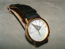 Akteo – Uhr Modell Architekt in stahlgold mit schwarzem Lederarmband.
