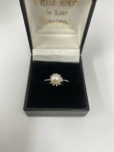 Diamond and Pearl 9ct Ring