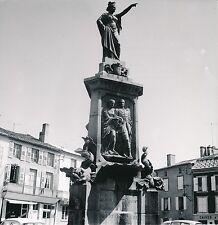 LE DORAT c. 1950 - Place Fontaine des Robert-Lapeyrière  Haute-Vienne - DIV 9739