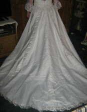 NEW-NEVER WORN-WOMENS WEDDING DRESS-WHITE-MEASUREMENTS PROVIDED-SIZE 16--SIZE 18