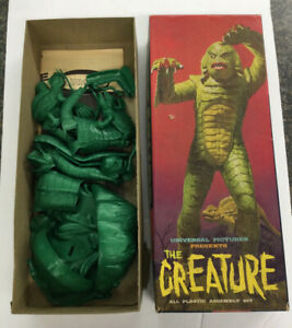 1963 AURORA UNIVERSAL PICTURES - THE CREATURE MODEL KIT -MISSING 4 PIECES (A16)