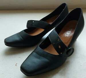 Ladies black leather shoes by Pavers. Uk6/eu 39. Low heel  good condition, comfy