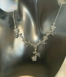 ASSESSORISE VINTAGE 80/90s Necklace Silver Tone DIAMANTE FLOWERS Lobster Clasp.