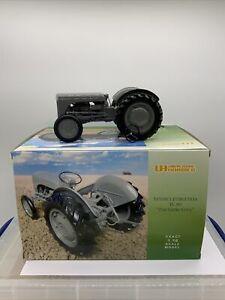 universal hobbies 1 16 scale tractors Massey Ferguson TE20 Read Description