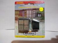 Hornby R9782 Utility Lamp Huts X2 OO gauge BNIB