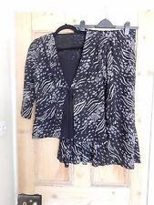 Very Attractive Black/White 2 Piece Skirt/Top Suit Excellent S/M