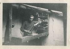 PHOTO ANCIENNE - VINTAGE SNAPSHOT - CURIOSITÉ HOMME MÉCANIQUE BRICOLAGE ÉTRANGE