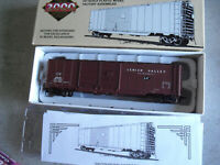 Proto 2000 HO Scale Lehigh Valley LV 8538 50' Automobile Box Car NIB